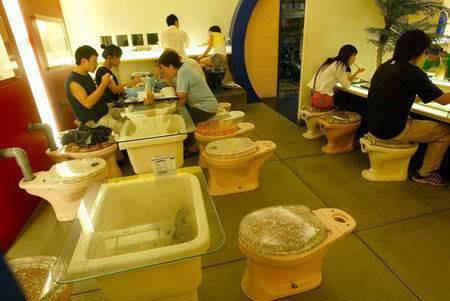 toilet cafe